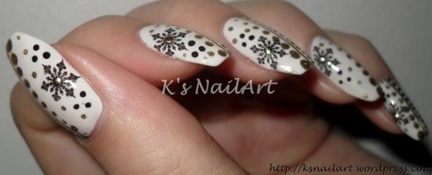 snowflakes-dots-nails-2